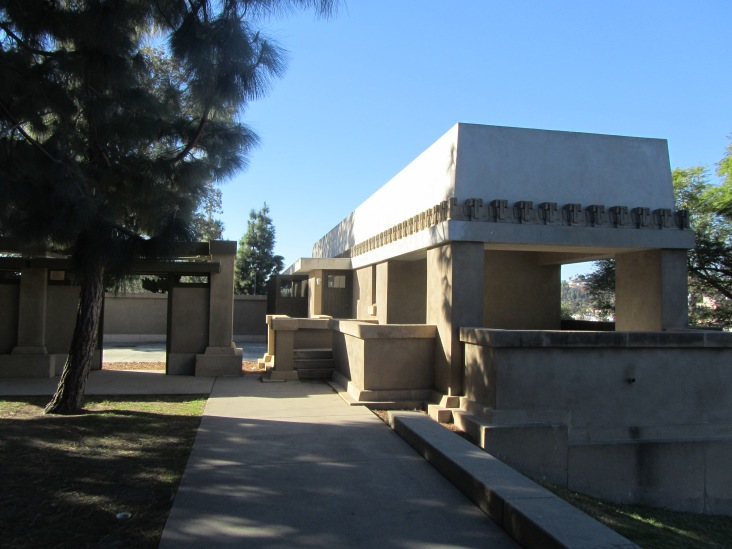 kennel and garage block