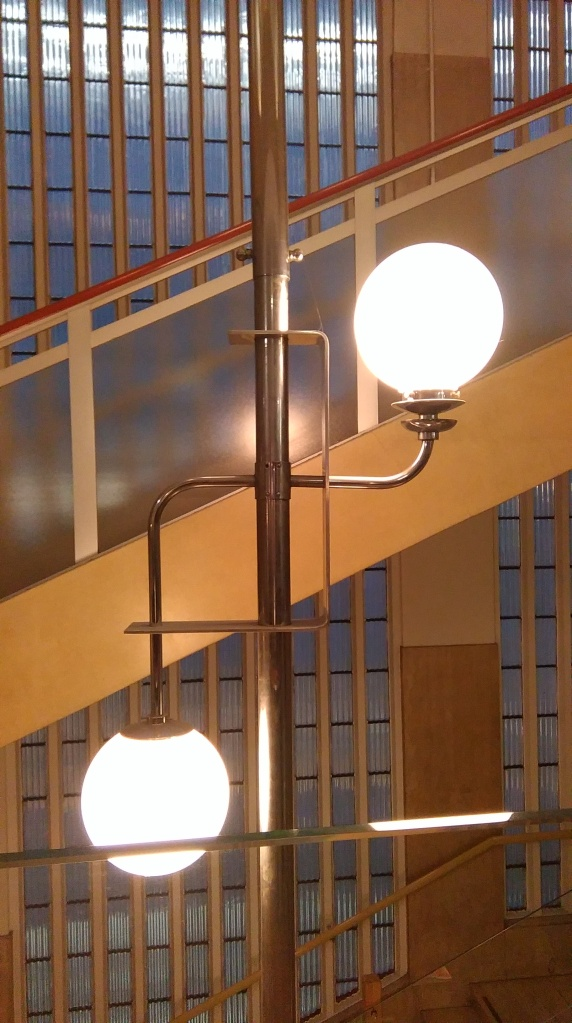 Simpsons stairwell lighting detail