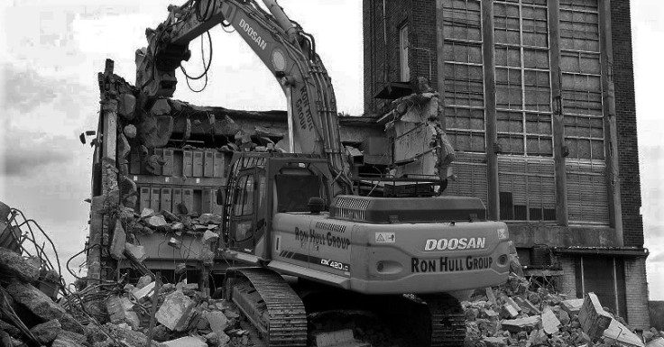 kiveton-1938-pithead-baths-under-demolition-2013-bw
