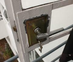 pullman-court-balcony-door-handle-detail