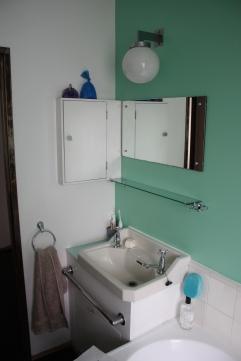 pullman-court-bathroom-detail