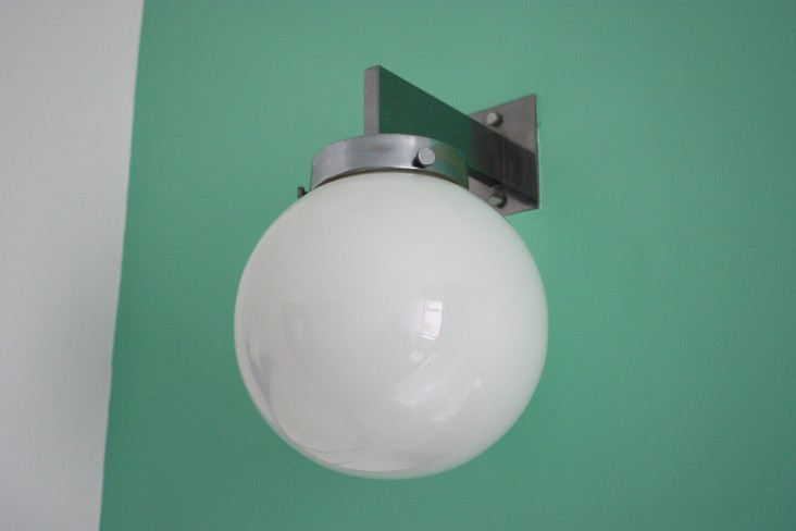 pullman-court-bathroom-light