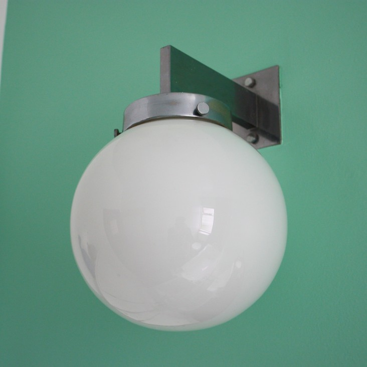pullman-court-bathroom-light