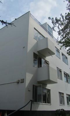 pullman-court-exterior-2