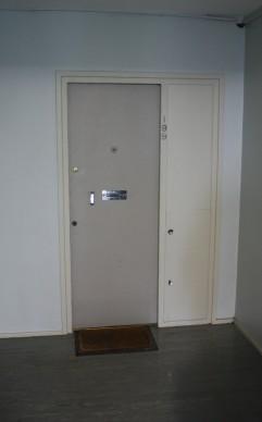 pullman-court-flat-external-door-showing-service-hatches