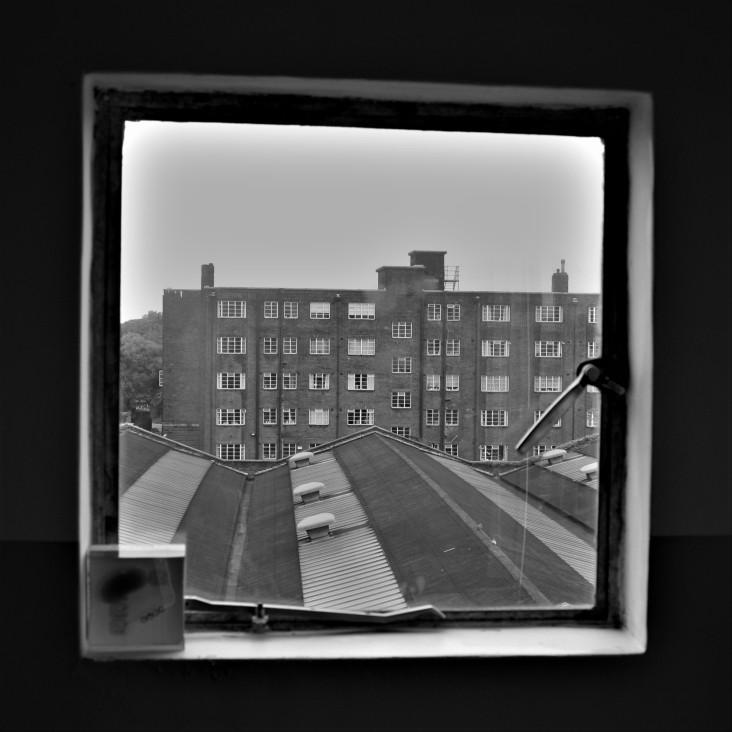 pullman-court-flat-square-window-detail
